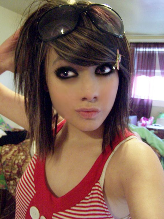http://pswnio.gr/wp-content/uploads/2009/06/emo_girls_20.jpg