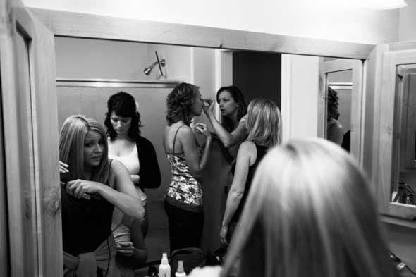 girls_bathroom_makeup