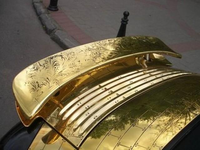 golden_porsche_18
