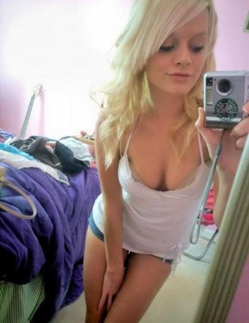 sexy_girl_mirror_01