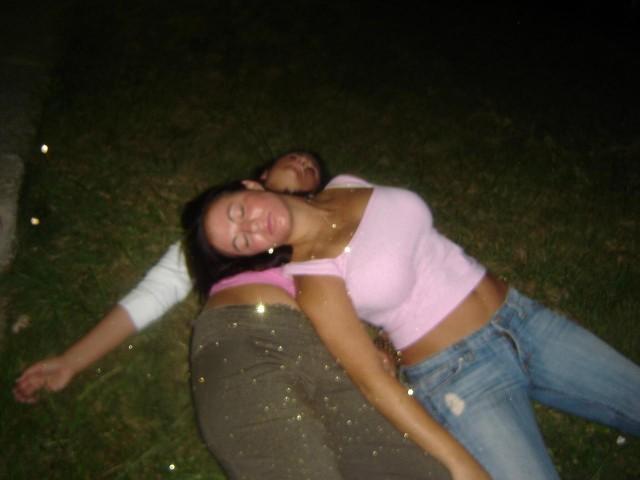 girls_sleeping_20