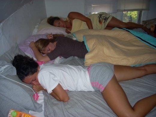girls_sleeping_3