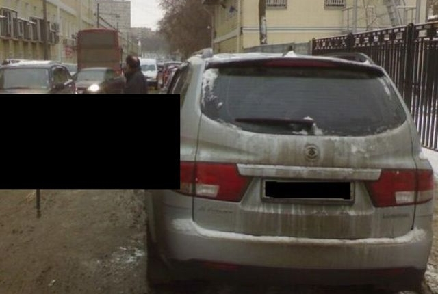 car_bad_parking_place_unlucky_driver_00