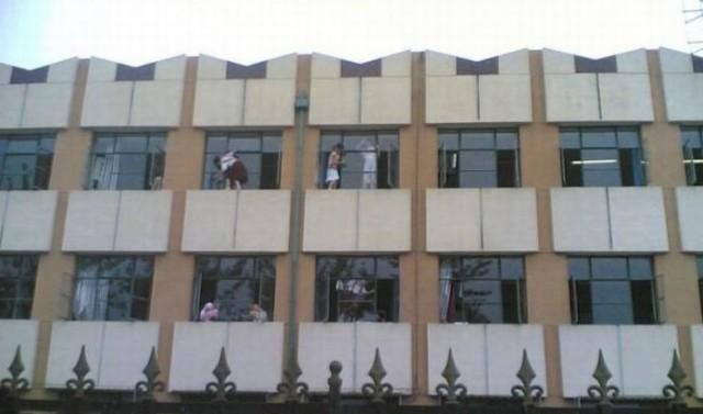 china_school_children_washing_windows_every_year-5
