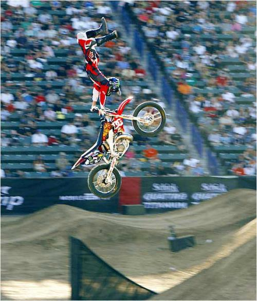 extreme_sports_stunts__motor-bike