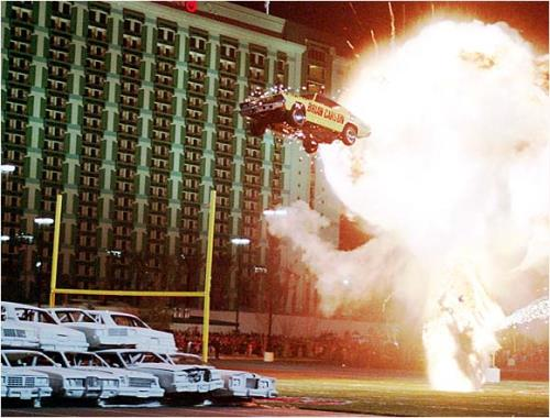 extreme_sports_stunts_explosion-car-fire-gas