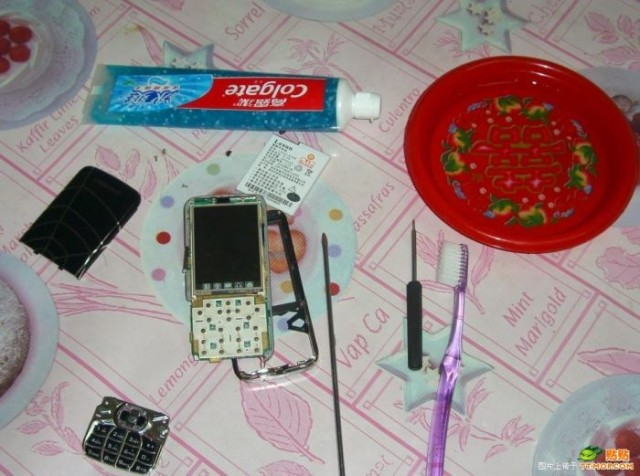 how-to-clean-a-phone-3