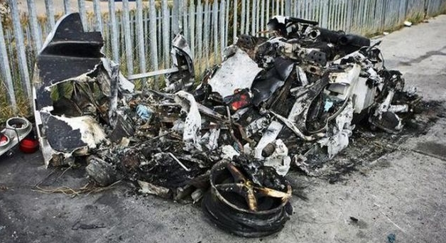 ferrari_destroyed_car_01