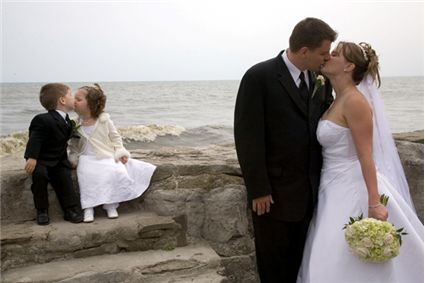 kids_kissing_married_couple_kissing