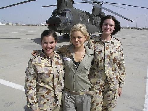 beautiful-female-military-around-the-world-aussie_female_chopper_crew