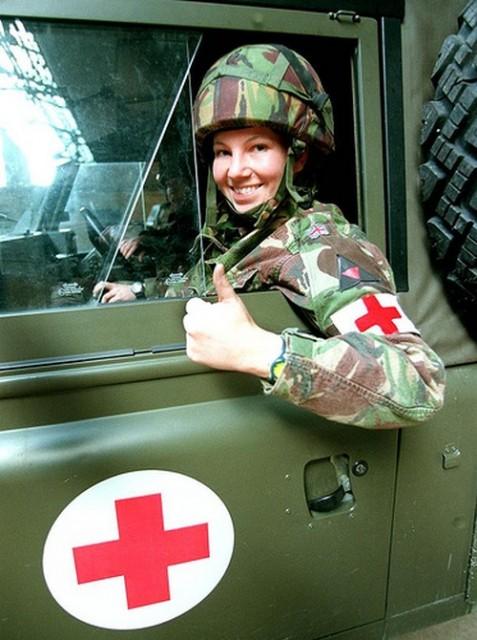 beautiful-female-military-around-the-world-british_female_soldier