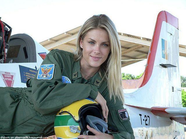 beautiful-female-military-around-the-world-female_brazilian_pilot