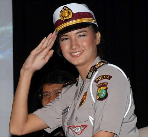 beautiful-female-military-around-the-world-indonesia_policewoman