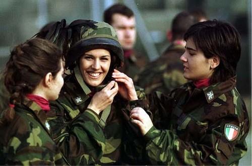 beautiful-female-military-around-the-world-italian_female_military