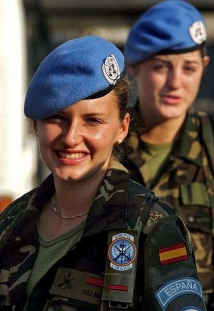 beautiful-female-military-around-the-world-spanish_female_soldiers