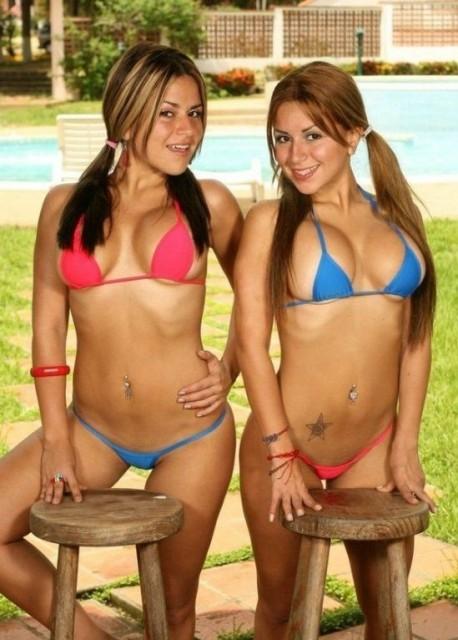 sexy_twins_25