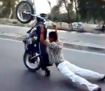 Extreme σούζες με μηχανές στο Πακιστάν (Videos)